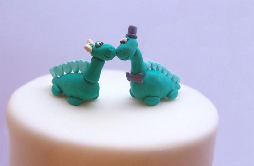 dinosaur-wedding-cake-topper