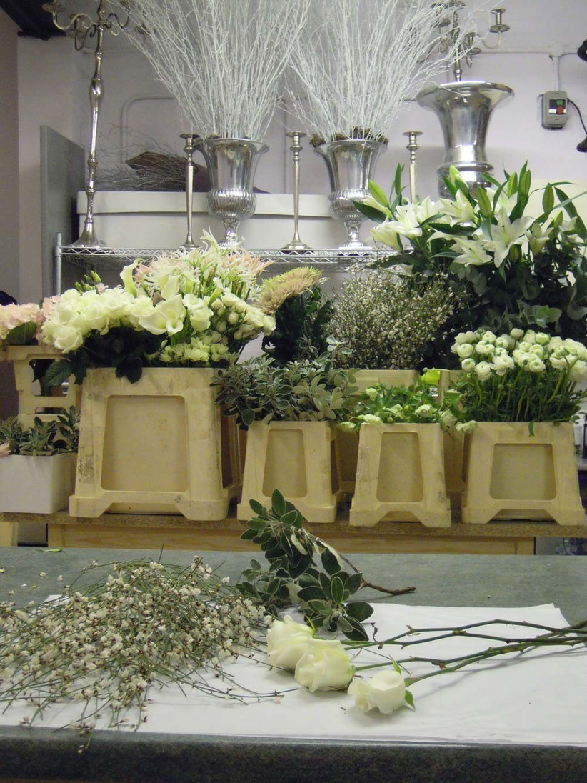 louise-suggests-laying-all-your-flowers-and-materials-out-in-front-of-you-ready-to-make-your-bouquet