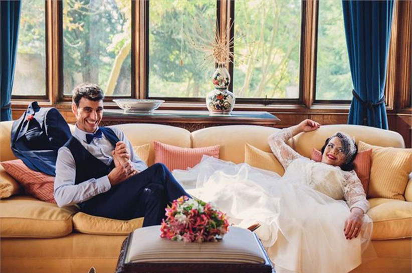 groom-giving-bride-massage-2