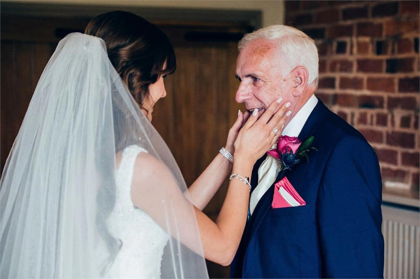 bride-and-her-father-on-the-morning-of-her-wedding-2