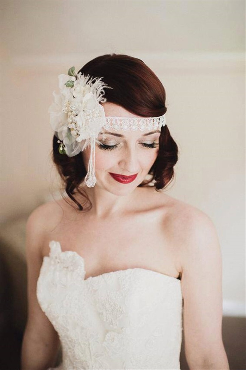 this-wedding-hairstyle-with-flowers-is-a-fabulous-1920s-inspired-look-from-lipstick-and-curls-2