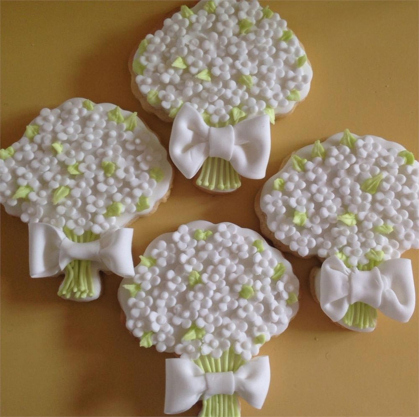 wedding-cookie-favours-in-the-style-of-wedding-bouquets
