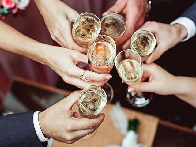 The Best Wedding Toasts 116 Wedding Toast Examples Hitched Co Uk