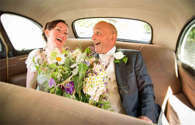 bride-and-her-dad-in-the-wedding-car-2