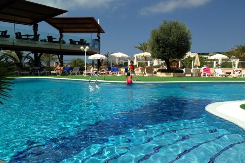 blau-parc-aparthotel-ibiza-pool-2