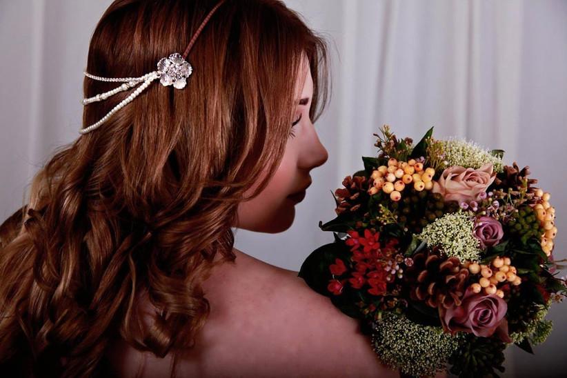 autumn-wedding-bouquet-with-skimma-berries
