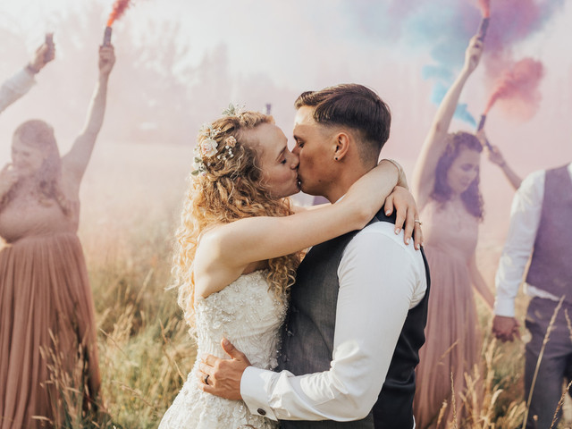 How to Choose a Wedding Photographer: 8 Foolproof Steps