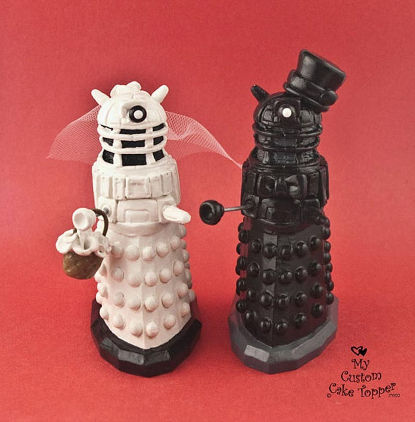 awesome-wedding-cake-toppers-for-tv-and-film-buffs-dr-who-cake-topper-3
