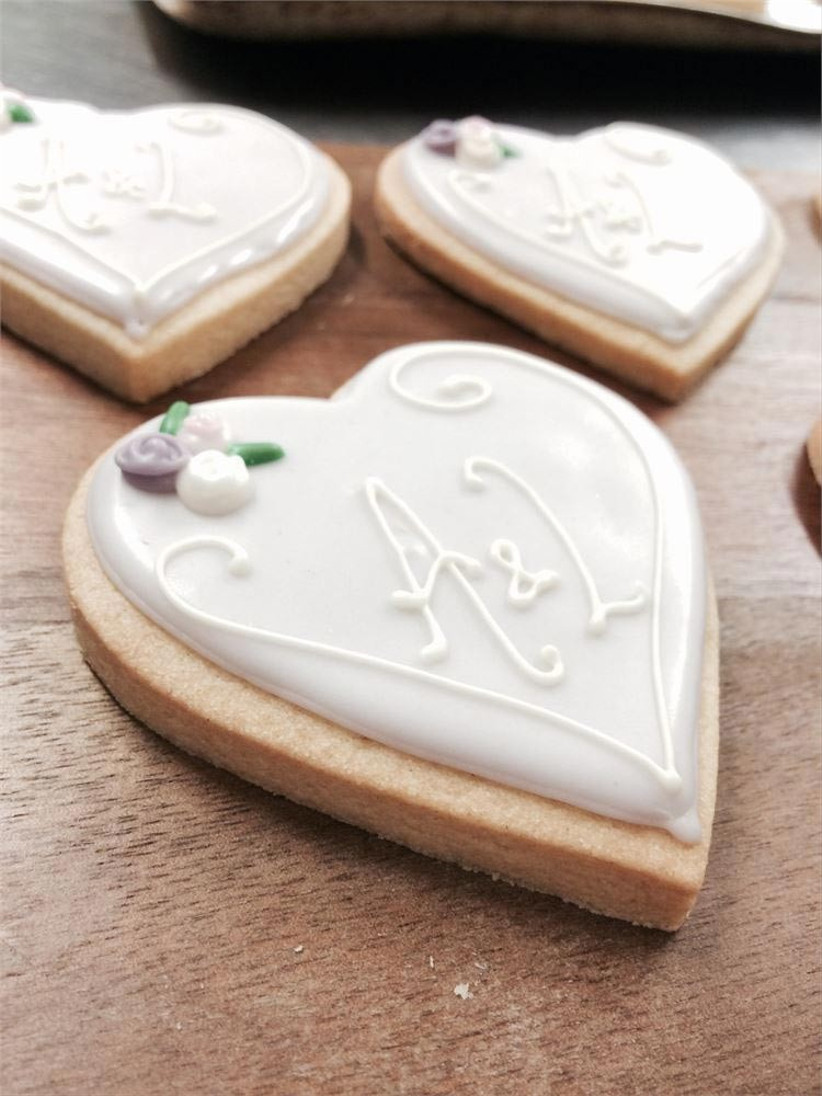 Wedding Biscuits How To Make Your Own Cookie Favours Hitched Co Uk