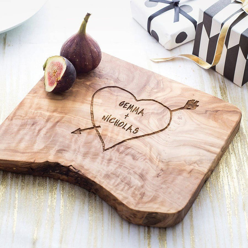 personalised-wooden-chopping-board-fifth-anniversary-wedding-gift