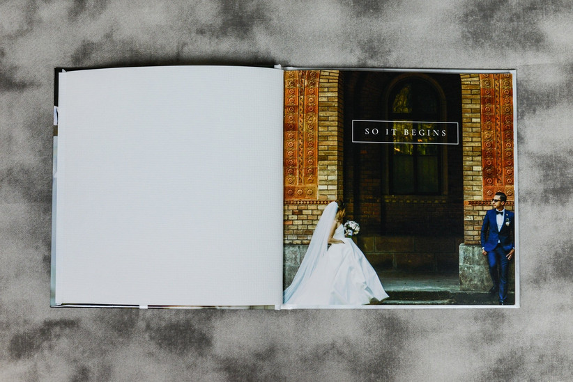 Picture of the first page of a wedding photo album