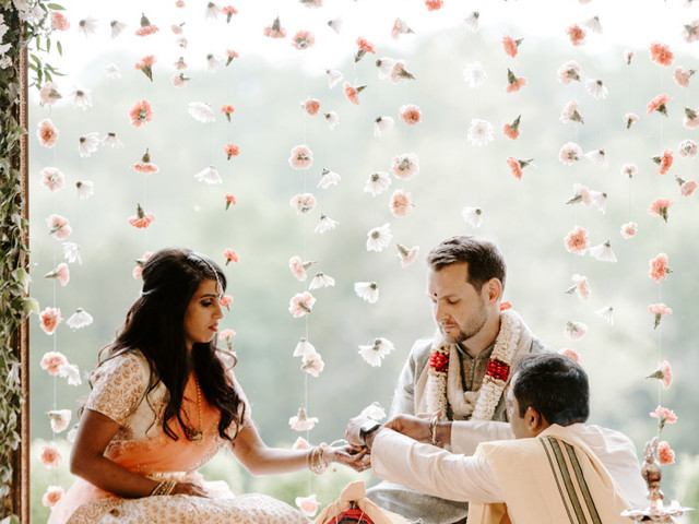 20 Fabulous Hanging Wedding Flower Ideas (& How to Create Your Own)