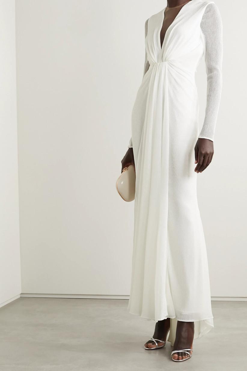Mode in a along sleeved maxi wedding dress
