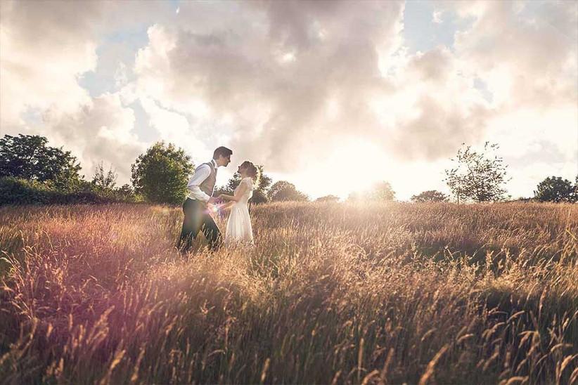 stunning-couple-photo-in-fields-2