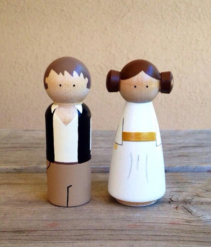 awesome-wedding-cake-toppers-for-tv-and-film-buffs-star-wars-cake-topper