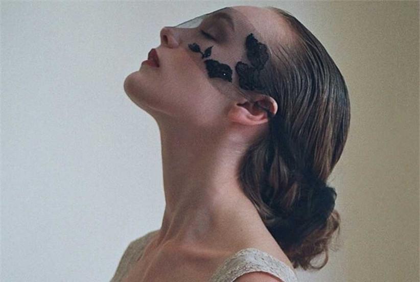 black-netted-mask