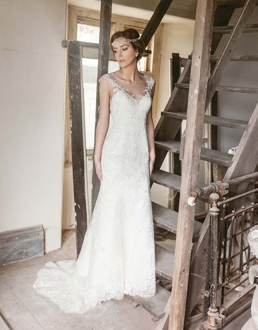 round-neck-vintage-style-wedding-dress