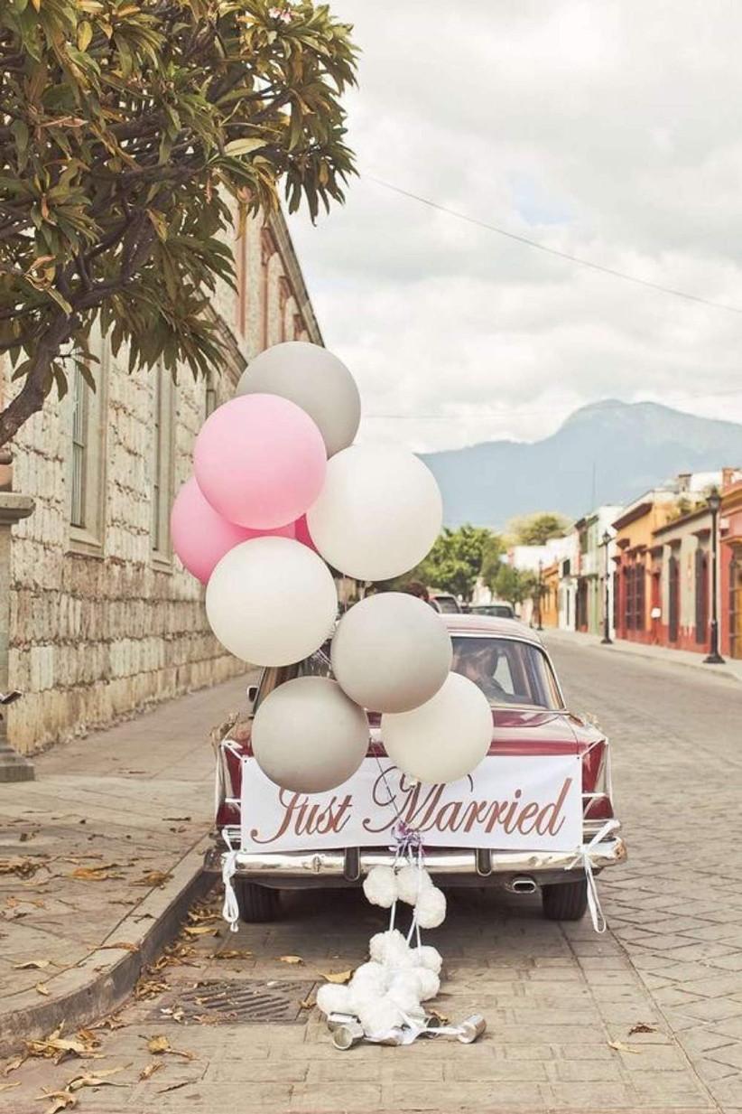 wedding-car-with-balloons