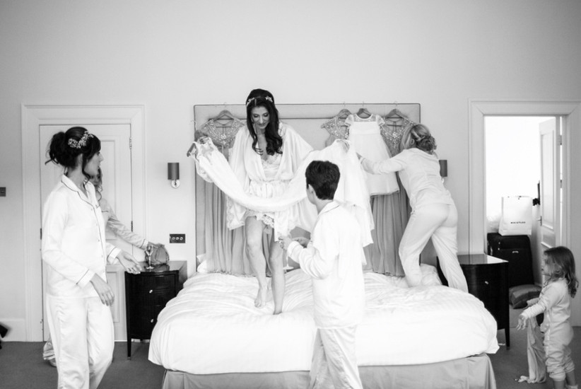 love-and-stories-bridal-party-getting-ready-2