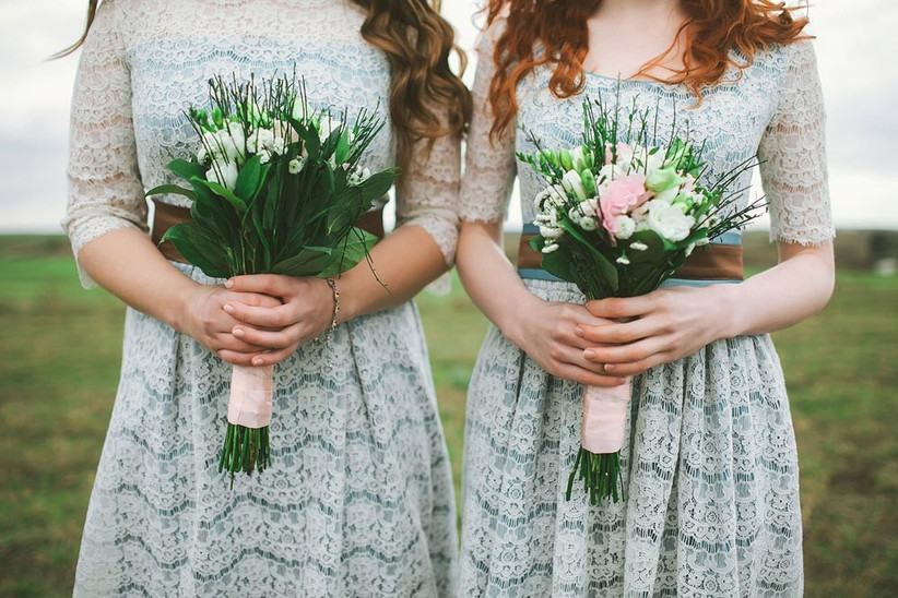 bridesmaids-in-rustic-style-green-lace-dresses