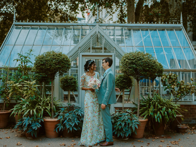 Real Covid Wedding: Nirosha and Dafydd, Temple Church and Middle Temple Gardens, London
