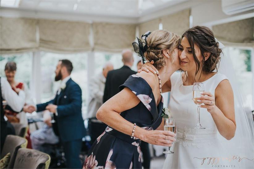 poppy-carter-guests-wedding