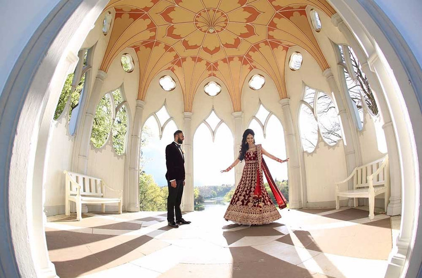 bride-and-groom-dancing-in-dome-2