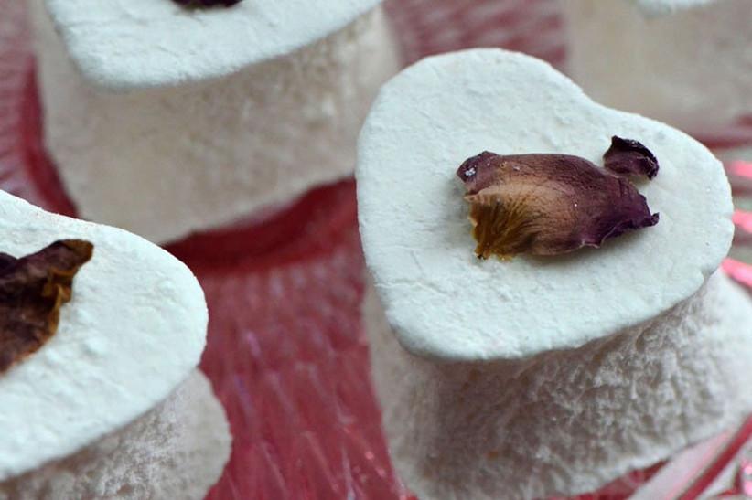 Marshmallow wedding favour with an edible rose petal