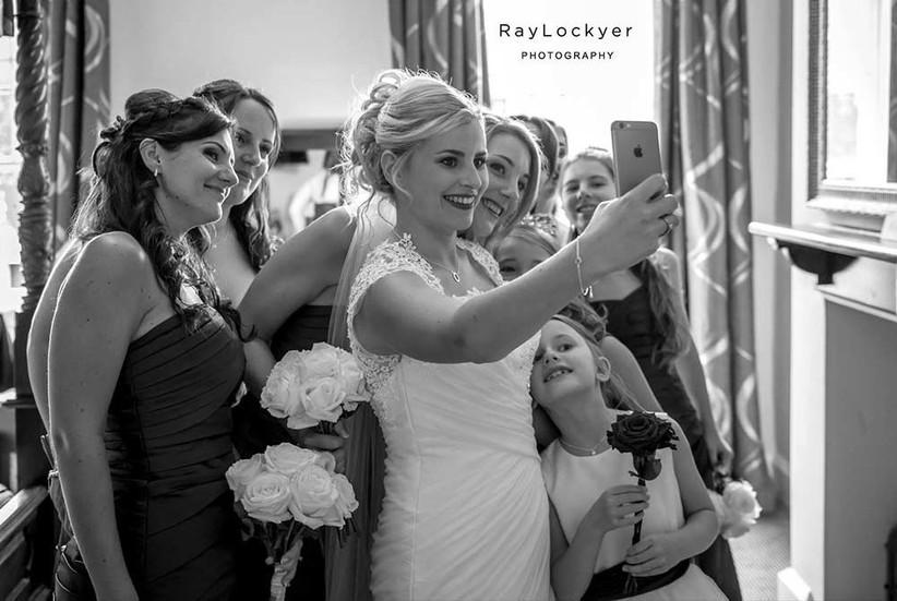 bridesmaid-and-bride-selfie-2