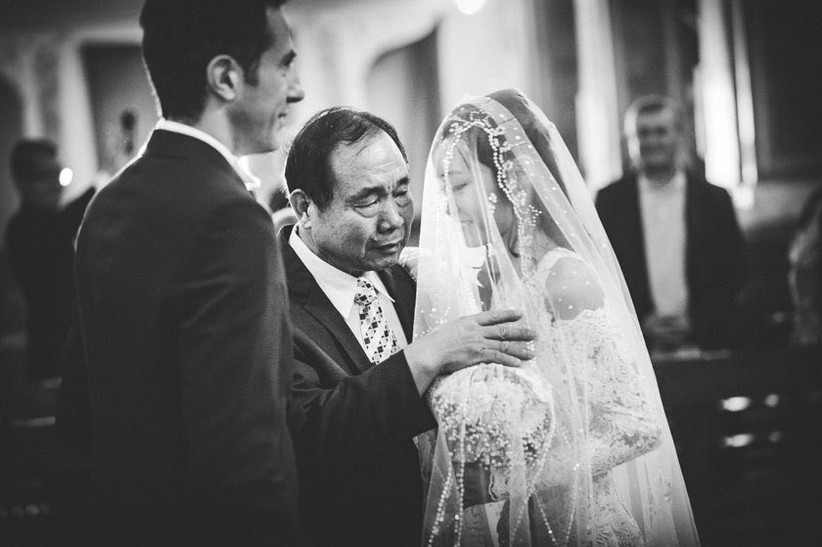 bride-and-her-father-sharing-an-emotional-moment-2