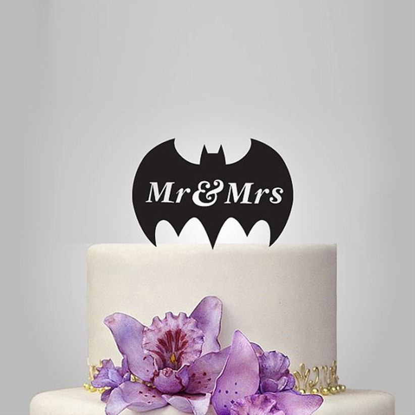 awesome-wedding-cake-toppers-for-tv-and-film-buffs-batman-cake-topper