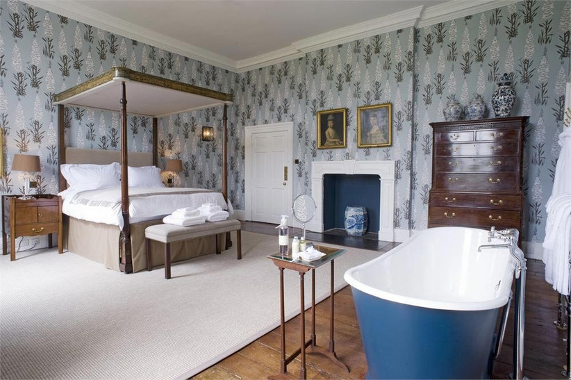 bridal-suite-with-bath-at-iscoyd-park