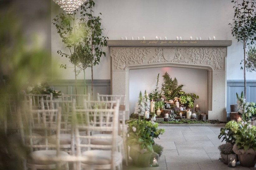 Ceremony room with moss, candles and tree decorations