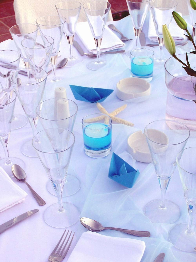 blue-decor-at-your-beach-theme-wedding
