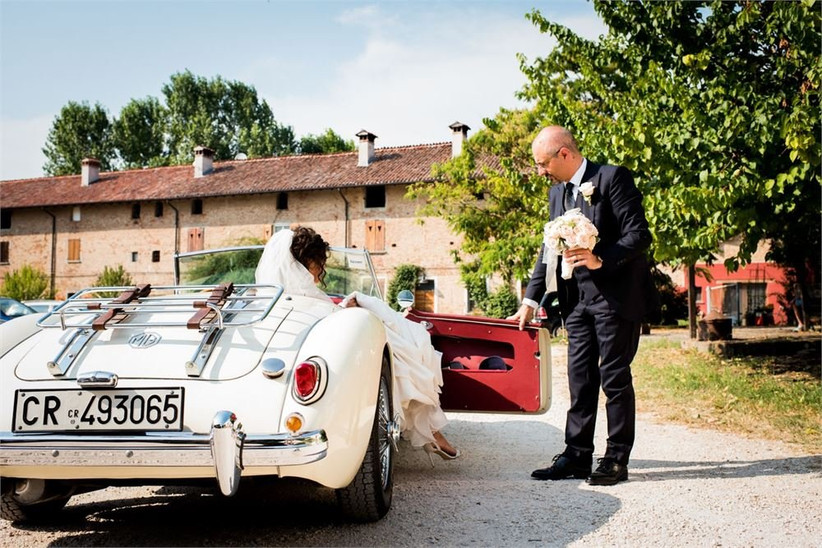 wedding-car-brides-arrival