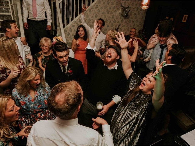 47 Awesome Ways to Entertain Your Wedding Guests