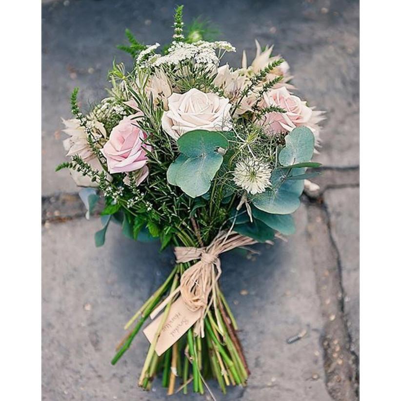 pastel-coloured-rustic-wedding-bouquet-2