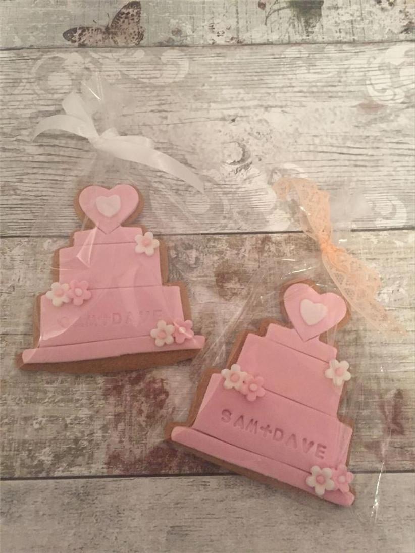 pink-wedding-cake-shaped-wedding-cookies
