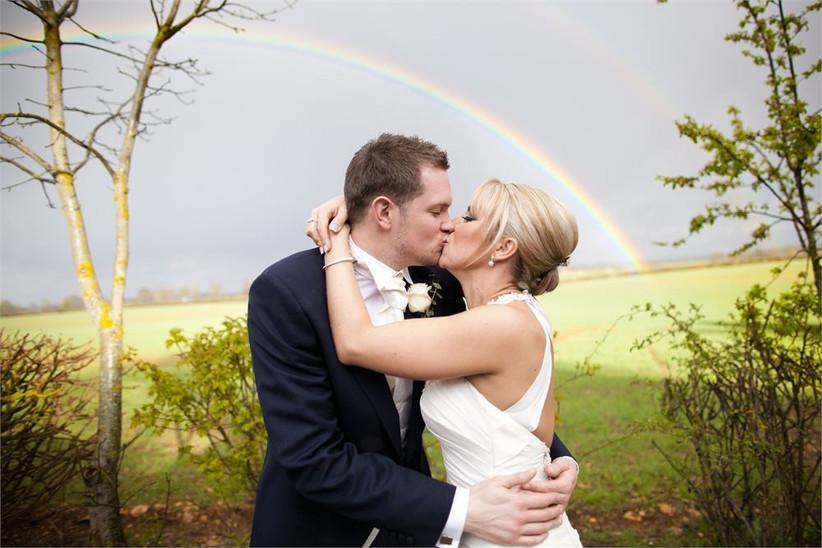 beautiful-rainy-wedding-photography-couple-with-rainbow-2