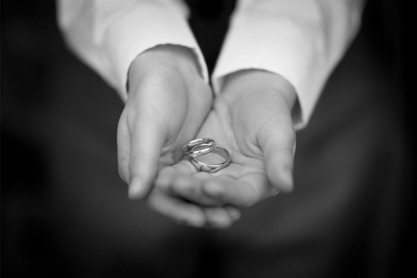 groom-with-wedding-rings-2