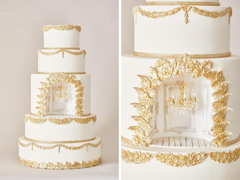 gold-wedding-cake-with-chandelier