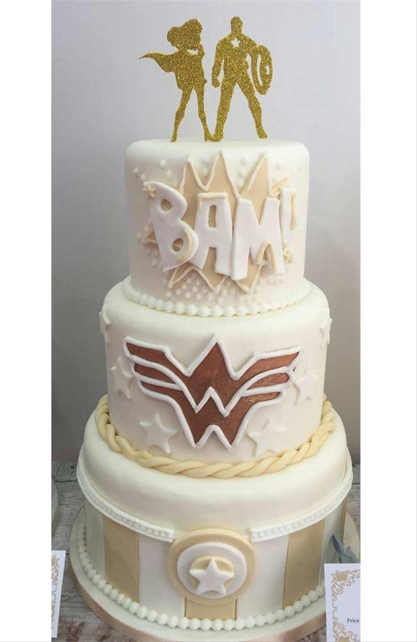 gold-superhero-cake