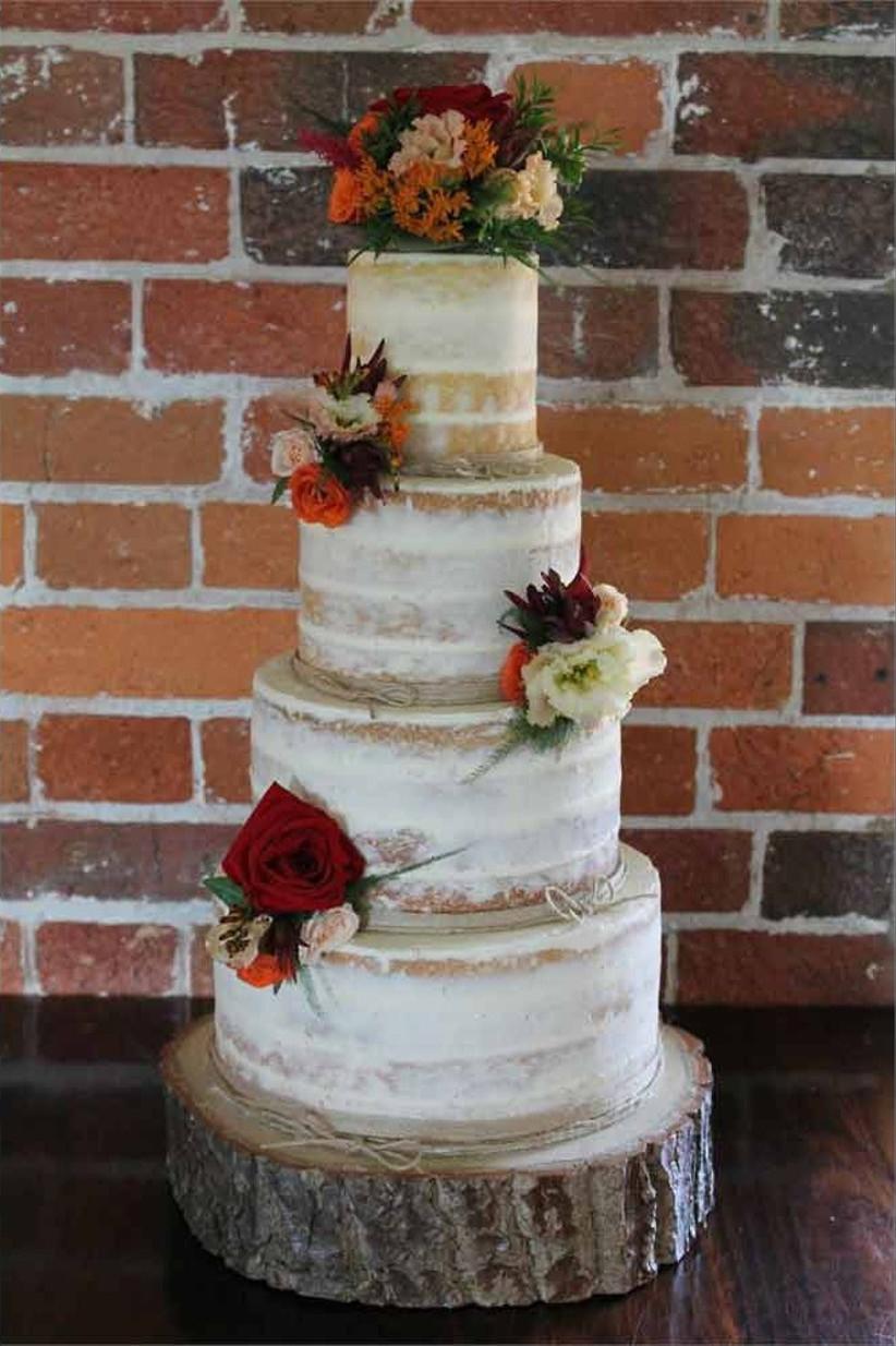 Fancie-buns-cakery-semi-naked-wedding-cake-974e166