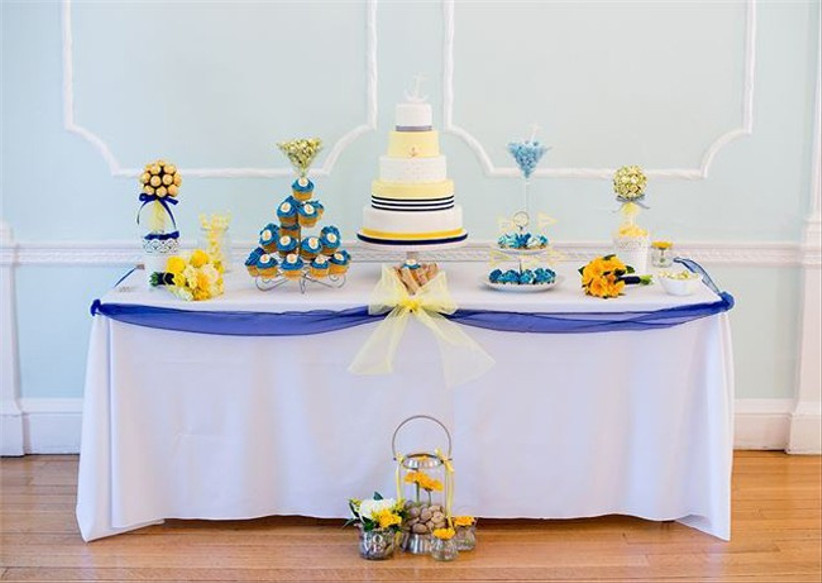 blue-wedding-cake-display