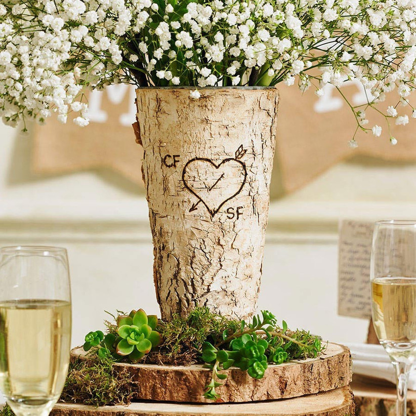 wooden-vase-with-initials-engraved-in-a-love-heart