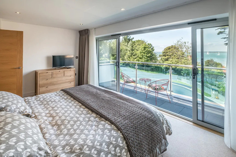 Double bed with balcony and views over the sea