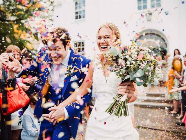 Wedding SOS: How To Negotiate With Wedding Venues and Suppliers
