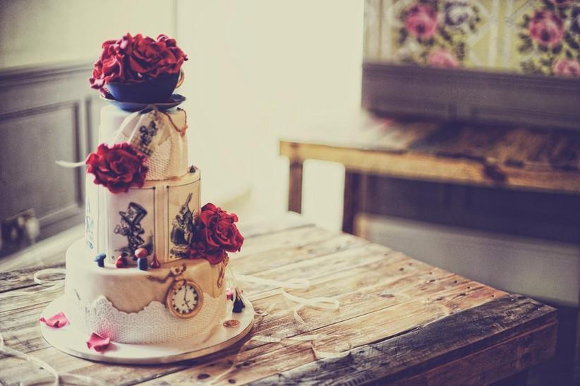 alice-in-wonderland-disney-wedding-cake