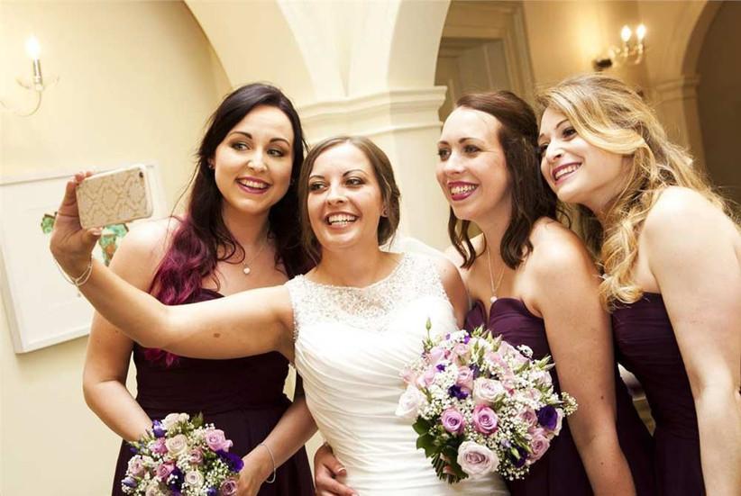 bridesmaids-and-bride-wedding-selfie-2