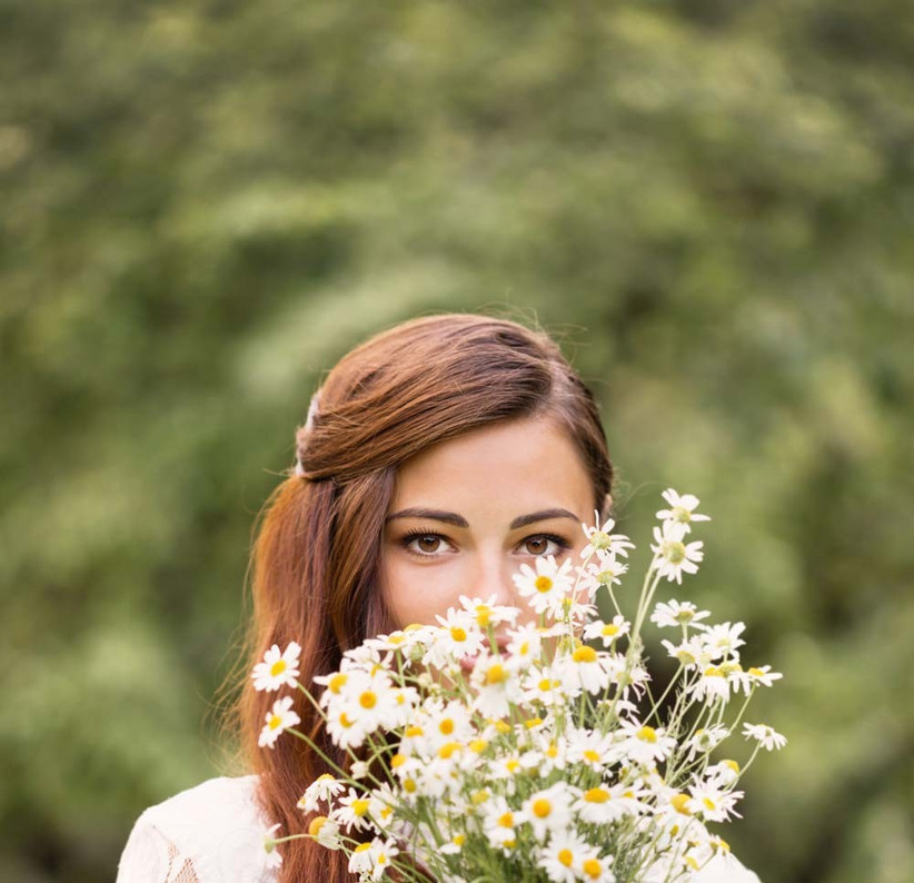 daisies-are-a-youthful-and-pretty-seasonal-wedding-flower-that-would-be-ideal-for-a-summer-bouquet
